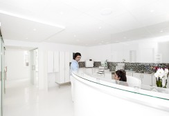 reception-corian-ljus